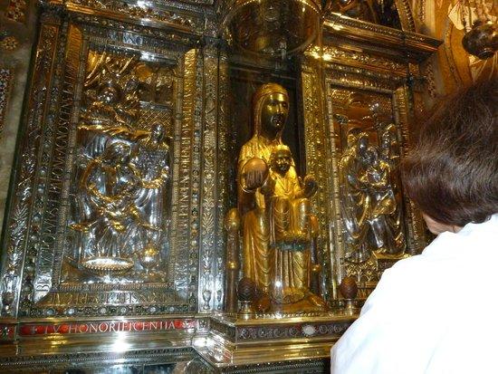 Montserrat Monastery : черная мадонна