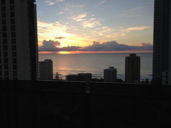 Meriton Suites Broadbeach: Sun rise.