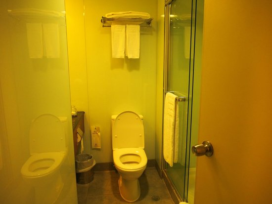 B P International : ห้องน้ำมีห้องอาบน้ำ