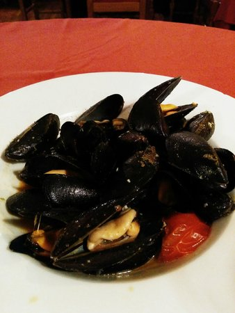 Restaurant Koxkera: mussel in garlic and spicy sauce
