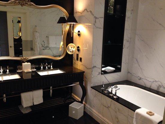 Four Seasons Hotel Baku: наша ванная комната