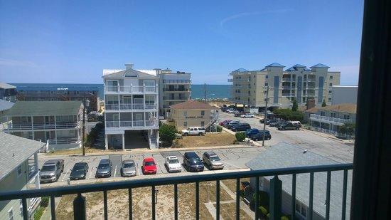 كيمان سويتس هوتل: View from Backdoor Balcony
