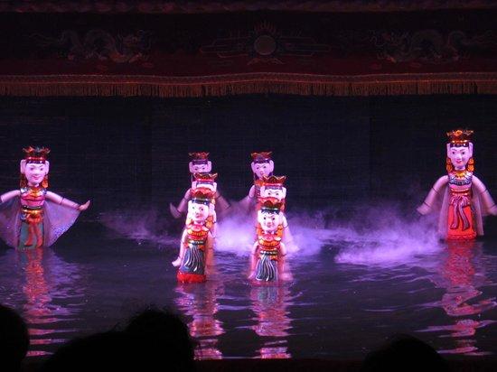 Thang Long Water Puppet Theater: Interesting puppet technique