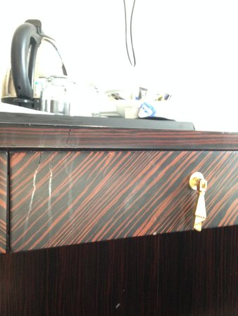 Ramada Birmingham Oldbury: Desk, yummy