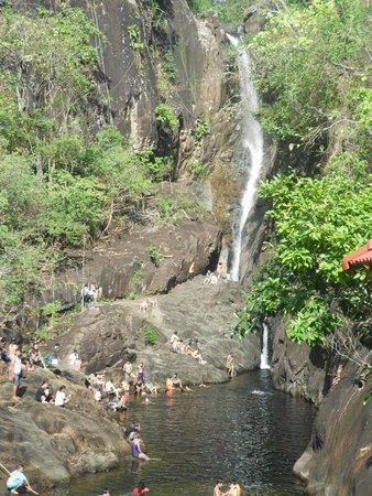 Klong Plu Waterfall: вид из далека