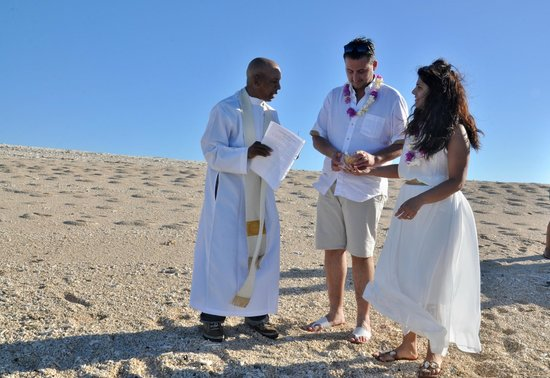 Andilana Beach Resort: rinnovo promessa matrimoniale con Padre Dominique