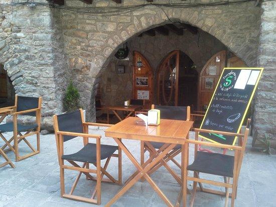 L'englantina Bar Tapas: arcada medieval