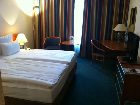 Dorint Kongresshotel Mannheim: Einzelbetten / twin bed room