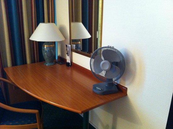 Dorint Kongresshotel Mannheim: Mit einem Ventilator ausgestattet / equiped with fan