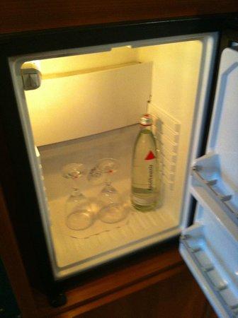 Dorint Kongresshotel Mannheim: Kostenloses gehühltes Mineralwasser / Free chilled mineralwater