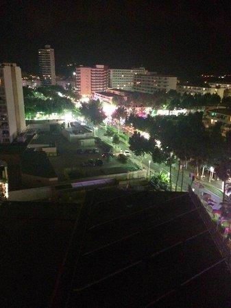 Hotel Samos : View of room at night