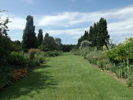Gardens and lunch - Review of Broadview Gardens, Hadlow, England ...