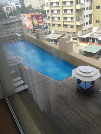 Four Points By Sheraton Hotel & Serviced Apartments, Pune: vista piscina