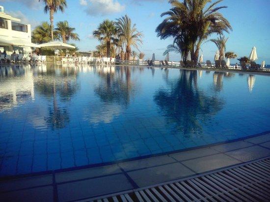 Akti Beach Village Resort: Вид на главный бассейн