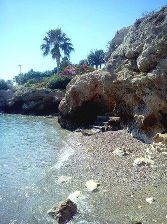 Akti Beach Village Resort : Спуск в бухту
