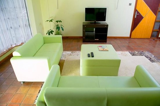Batians Peak Serviced Apartments: Living Room - Deluxe one Bedroom Luxury apartments