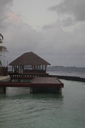 Kurumba Maldives: Japanese restaurant over the water
