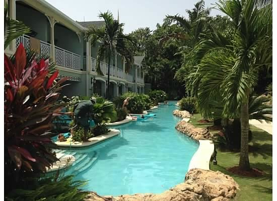Sandals Negril Beach Resort & Spa: Pool in front of our room, with swim up suites for 1st floor guests