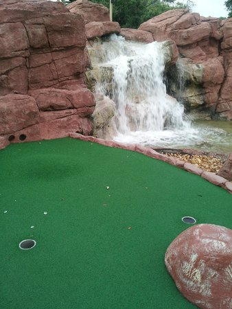 Evie's Family Golf Center: Waterfall