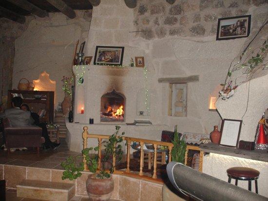 Cappadocia Akkoy Evleri Caves : Lobby&Bar Fireplace