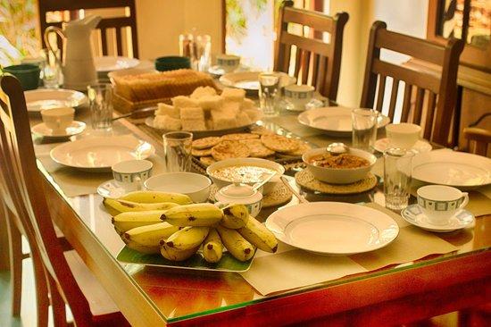 Kandy Guest House: Breakfast