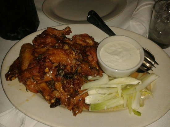 Carmine's : Chicken Wings and Blue Cheese dip