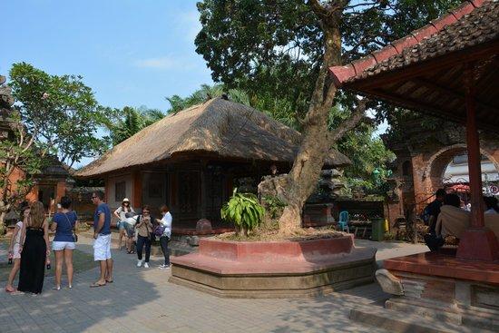 Puri Saren Palace: サレン アグン宮殿