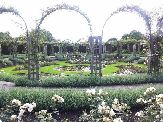 Great Fosters: Gardens