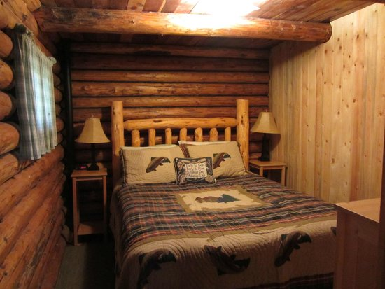 JJJ Wilderness Ranch: Cabin Bedroom