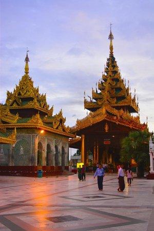 Pagode Shwedagon : Shwedagon Pagoda