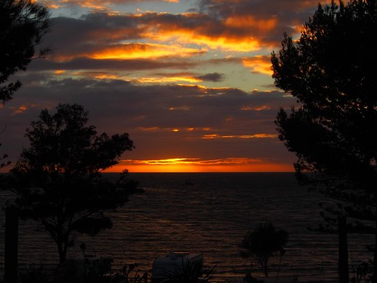 Moonta Bay Caravan Park : Great sunsets over water