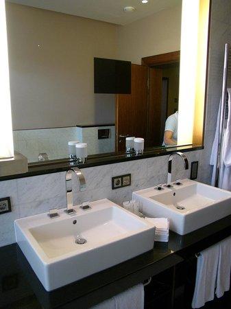 Hotel Vier Jahreszeiten Kempinski Munchen: Bath