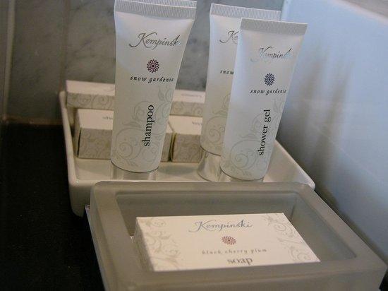 Hotel Vier Jahreszeiten Kempinski Munchen: Bath utilities