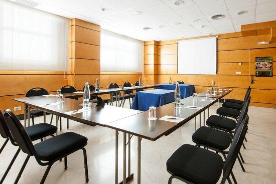 NH Valencia Center: MEETING ROOM