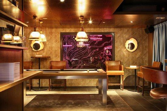 Ahjo : LIVINGROOM  Pool table