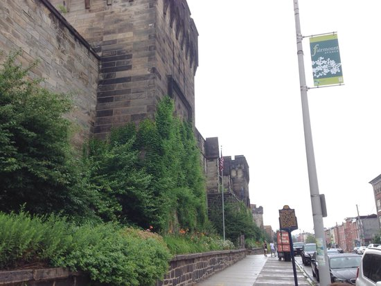 Eastern State Penitentiary : Front, outside