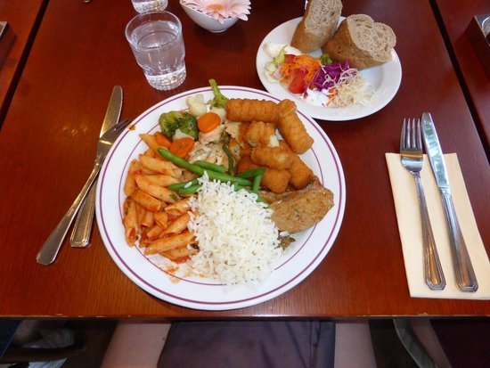 Ibis Praha Mala Strana: Dinner buffet