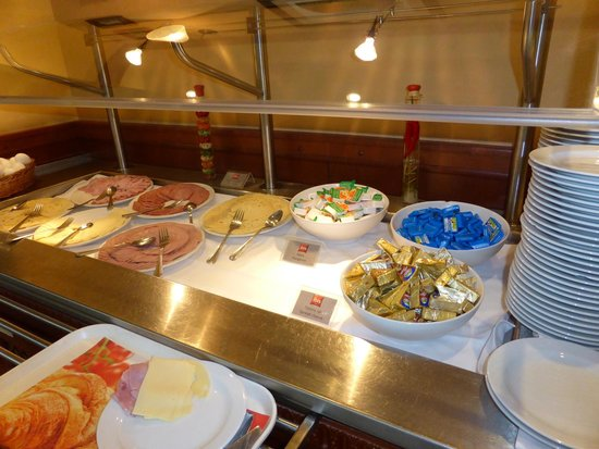 Dinner buffet picture of ibis praha mala strana prague for Best hotels in mala strana prague