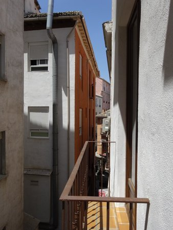 Room Mate Leo : View of a narrow alley