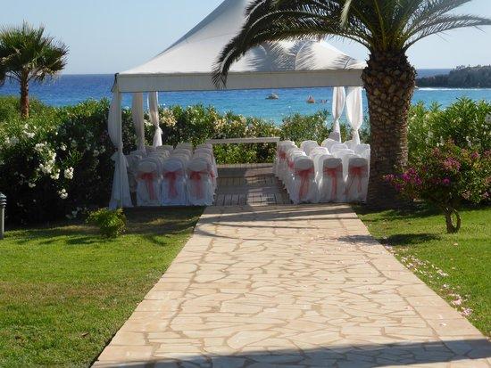 Nissi Beach Resort : Wedding gazebo