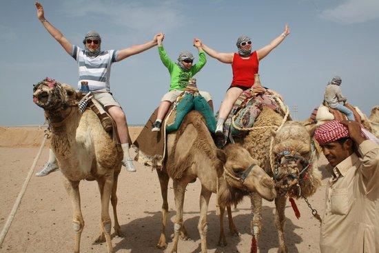 Sahara Desert: верхом на верблюдах