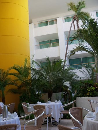 Suites Colonial : great breakfast