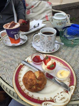 Characters Tea House and Hot Stone Restaurant: Cream tea