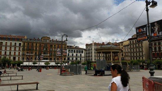 Plaza del Castillo: Ya esta casi preparada para el chupinazo