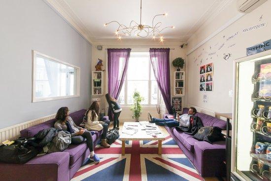 Astor Victoria Hostel: Lounge