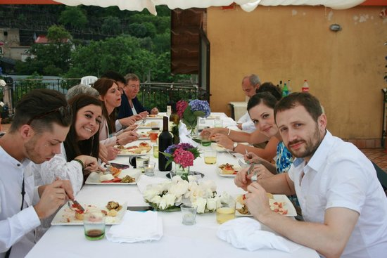 Villa Flavia: Lucia and Salvatore set the table