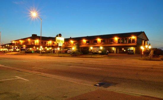 Companion Hotel/Motel: Hotel exterior at dusk