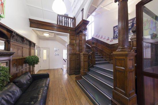 Astor Hyde Park Hostel: Entrance Hall