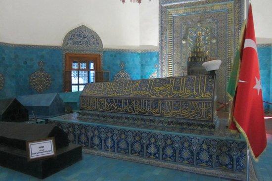 Green Tomb : Yesil Turbe