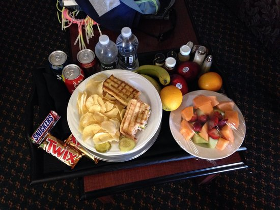 Embassy Suites by Hilton Detroit - Livonia/Novi: Surprise from staff at Embassy Suites because I was tired and hungry when I checked in!